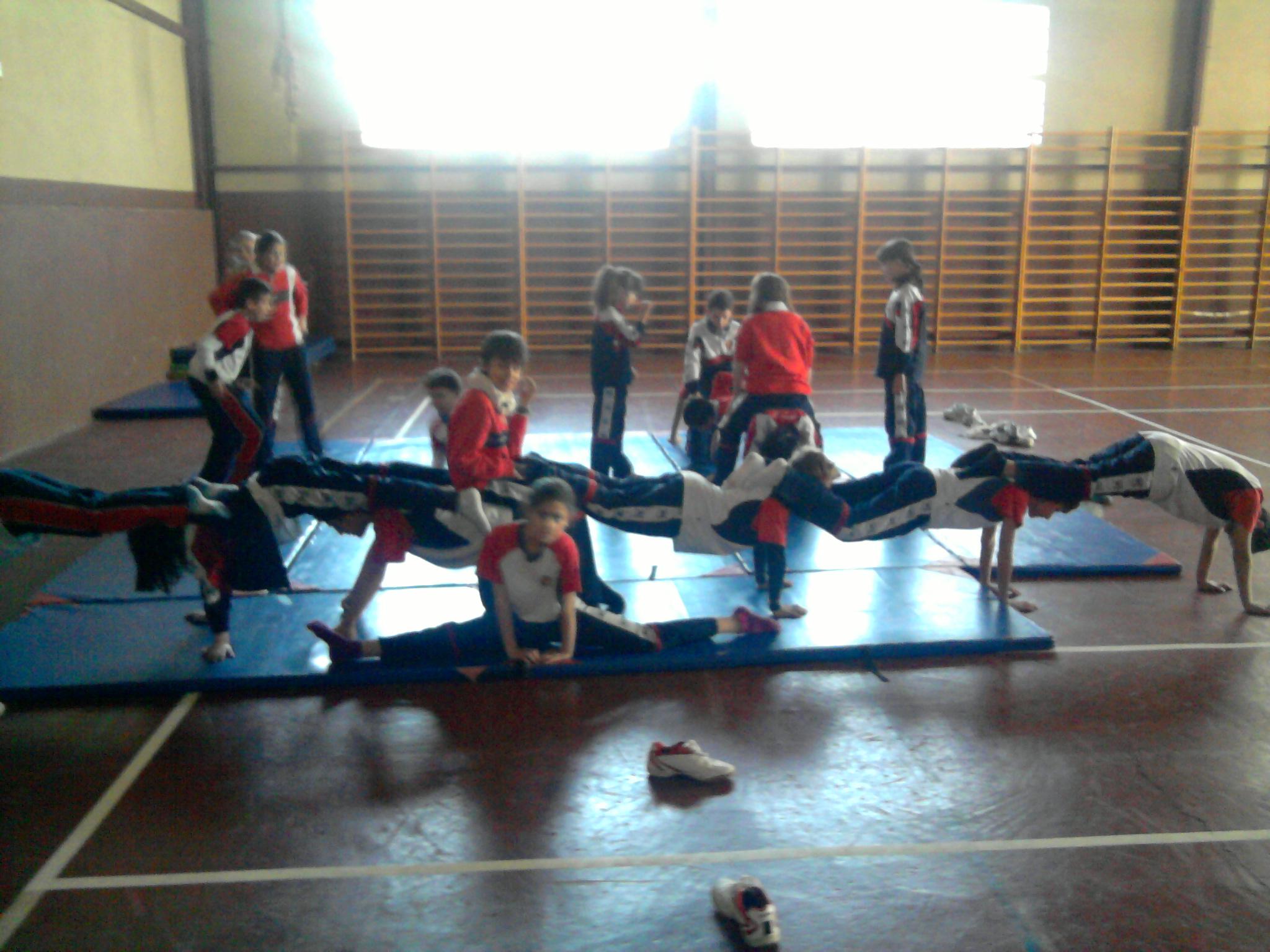 Acrosport en pr cticas de 5 b playingincrey for Hoteles para 5 personas
